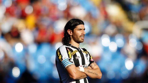 Loco Abreu em ação pelo Botafogo