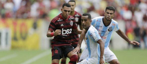 Matheuzinho em ação pelo Flamengo