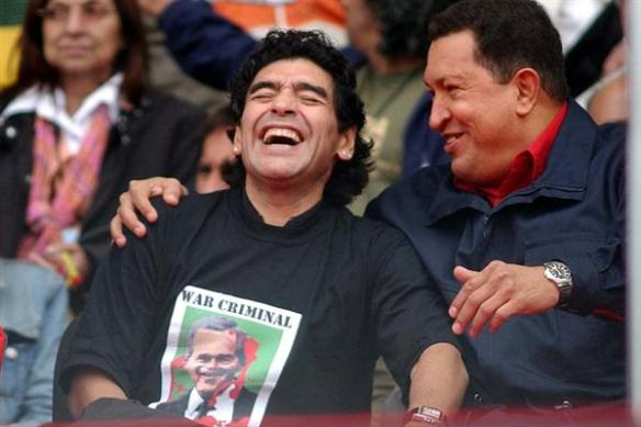 Maradona lamenta morte de político Hugo Chávez há sete anos