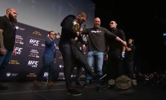 Khabib chuta cinturão UFC