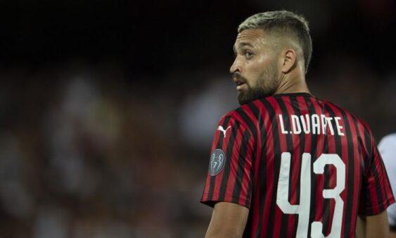 Léo Duarte. atleta do Milan, da Itália, disse que o clube tem passado informações sobre o coronavírus