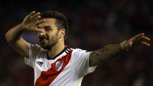 Scocco em ação pelo River Plate