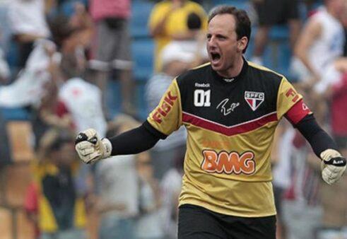 5 jogadores brasileiros que treinaram equipes onde são ídolos