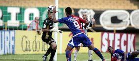 Relembre 5 gols de mão marcados no futebol brasileiro