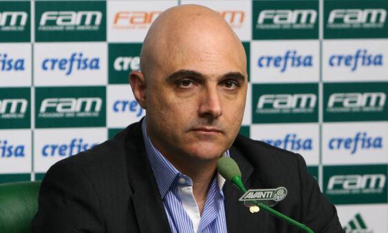 O Palmeiras reduziu 25% dos salários de abril e maio de seus atletas. O colunista do Torcedores analisa o momento vivido pelo Verdão e outros clubes do país.