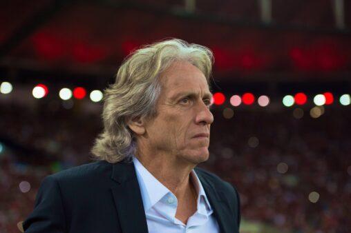 Jorge Jesus deixou o Flamengo e voltou ao Benfica.