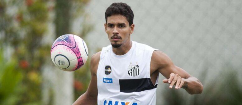 Depois de uma longa negociação, as partes estão trocando as minutas finais para concluírem o novo contrato do zagueiro do Santos.