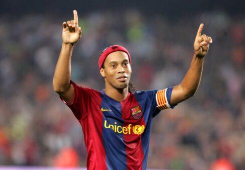Ronaldinho fez história no Barcelona.