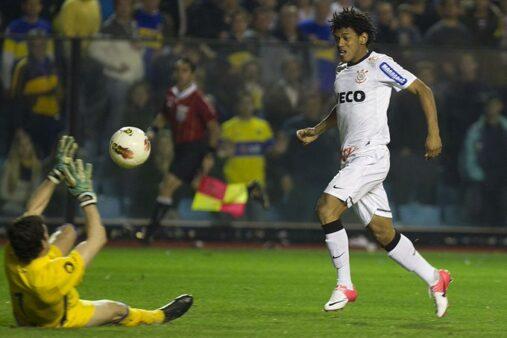 Romarinho marcou gol histórico em 2012.