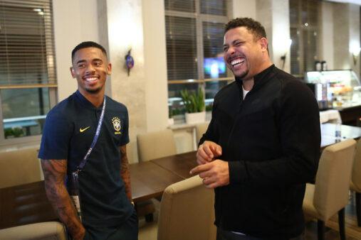 Ronaldo e Gabriel Jesus em 2018 (Lucas Figueiredo/CBF)