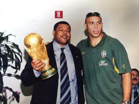 O roupeiro Rogelson Barreto, que trabalhou na seleção brasileira por 25 anos, luta contra um câncer e contou a história dele para o Torcedores.
