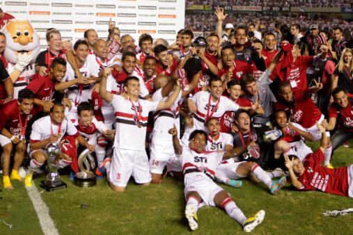 Por onde andam os jogadores do São Paulo que conquistaram o último título do clube, a Sul-Americana de 2012?