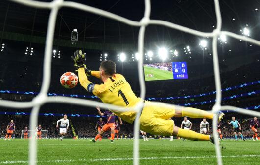 o goleiro do Tottenham, Hugo Lloris, é mais um atleta a criticar o retorno da Premier League