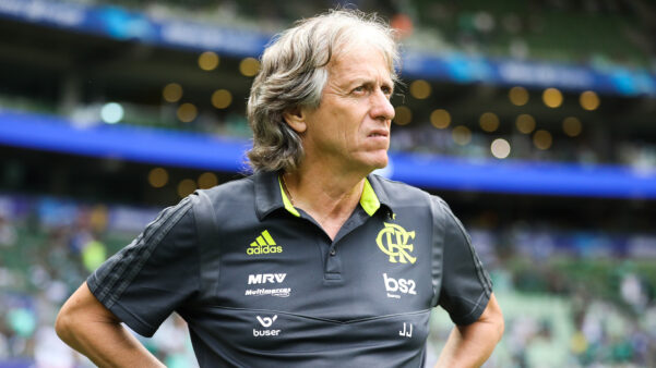 Pedrinho critica exclusividade do Flamengo por técnico europeu