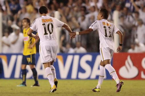 Neymar e Ganso brilharam no Santos.