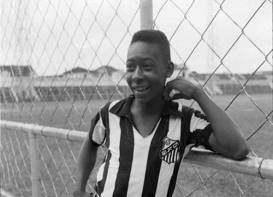 O dia em que Pelé chegou à Vila Belmiro (Foto: Divulgação/ Santos FC)