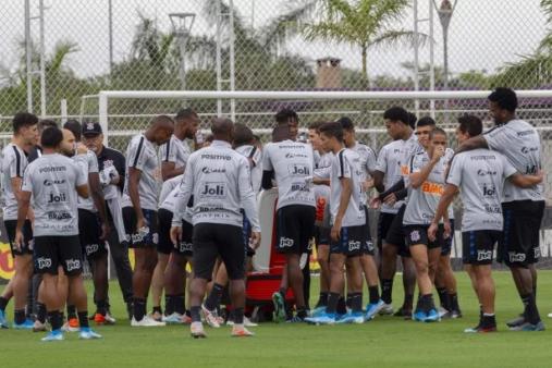 Corinthians tem 92 jogadores profissionais em contrato
