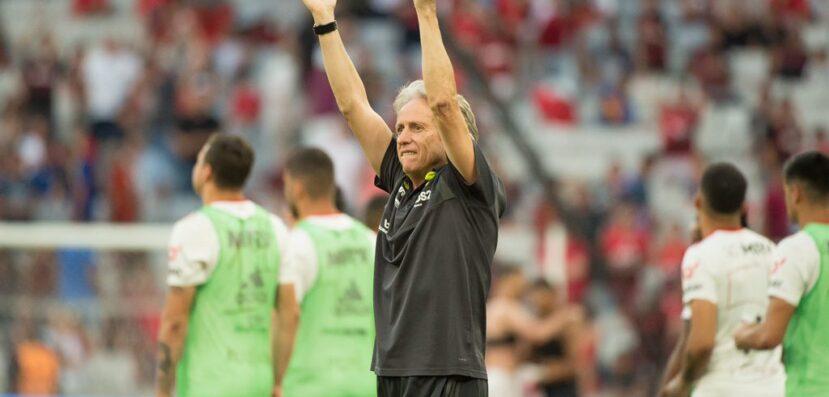 """Após anúncio oficial do Flamengo, Jorge Jesus mira o Mundial e celebra renovação: """"Maior e melhor clube do Brasil"""""""