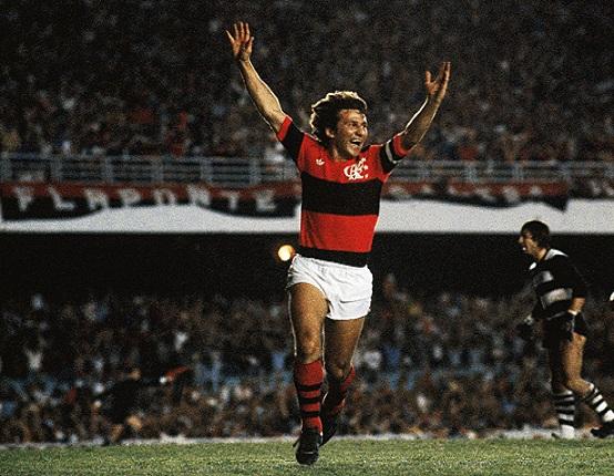 Data da foto: 11/1981 Zico, do Flamengo, comemorando gol contra o Cobreloa do Chile, na Final da Taça Libertadores da América de Futebol, no Estádio do Maracanã (Divulgação)