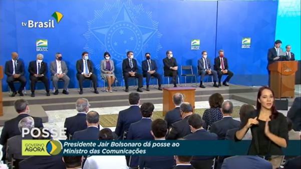 Felipe Melo (à esquerda) e Rodolfo Landim (na última cadeira à direita) foram à posse de Fábio Faria. Alexandre Pato ficou no auditório