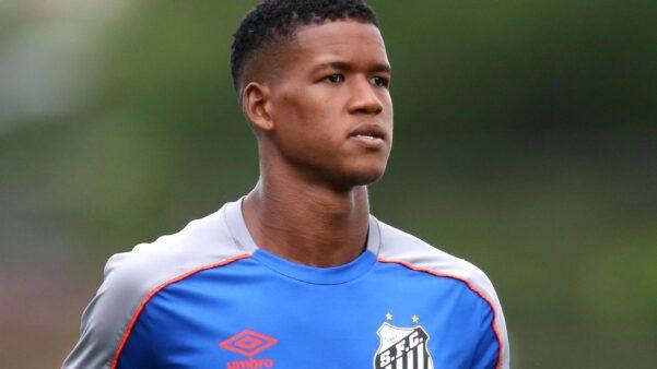 Revelado pelo Vasco, Alan Cardoso foi emprestado ao Santos