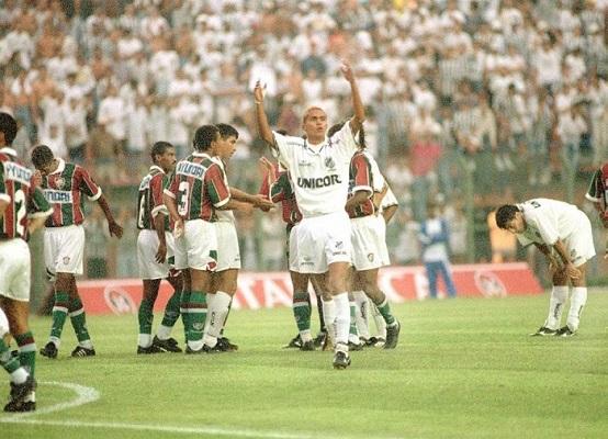 Giovanni foi o maestro santista na histórica virada sobre o Fluminense no Pacaembu, em 1995 (Foto: Reprodução/ Twitter oficial Santos FC)