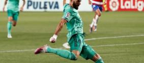 Benzema é exaltado por jornal francês