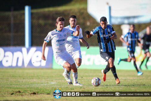 Grêmio e Novo Hamburgo em campo pelo Campeonato Gaúcho