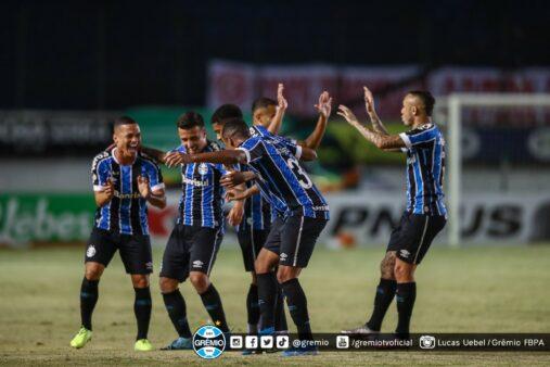 Jogadores do Grêmio comemorando