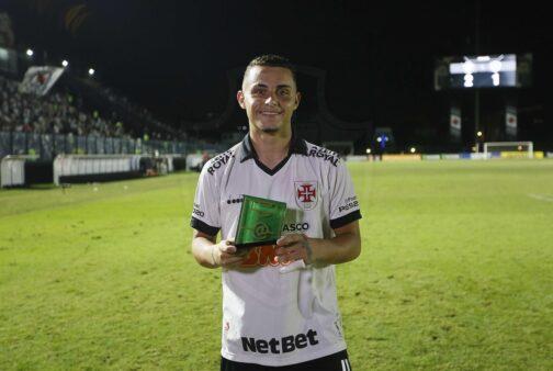 Vasco renova com cinco jogadores da categoria de base