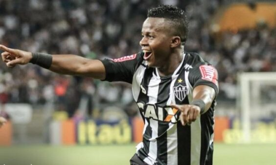 O que falta para Corinthians acertar a contratação de Cazares?