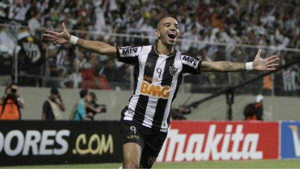 Diego Tardelli se aproxima de acerto com clube da Séria A