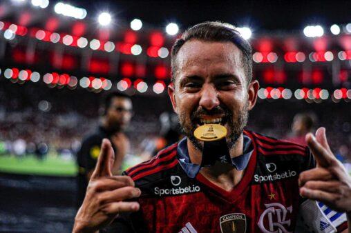 Everton Ribeiro é pela-chave no Flamengo.