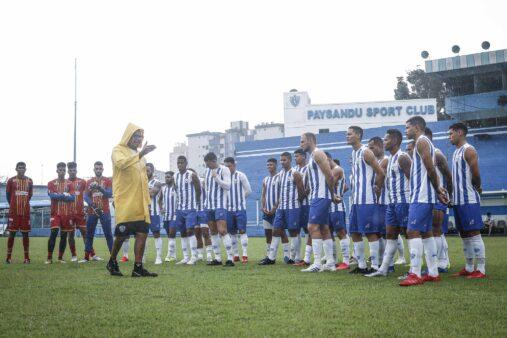 O técnico do Paysandu, Hélio dos Anjos, comandou mais uma sessão de treinamentos no estádio Curuzu