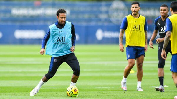 Neymar vem treinando no PSG.