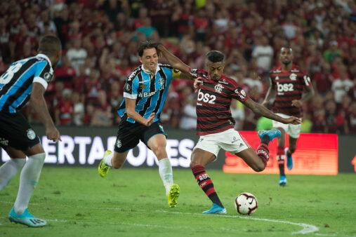 Flamengo e Grêmio se enfrentam pelo Brasileirão.