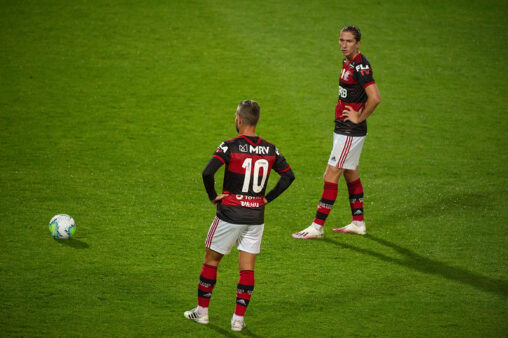 Flamengo venceu o Corinthians.