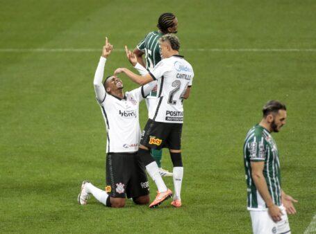 Jô busca brilhar pelo Corinthians no Brasileirão.