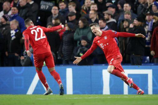 lewandowski comemora gol do bayern contra o lyon