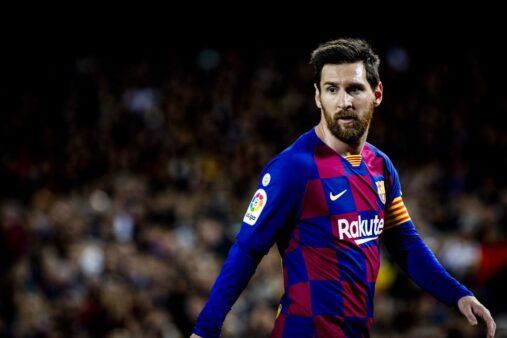 Messi ficou no Barcelona.