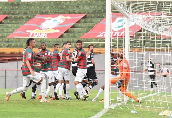 Anselmo fez o gol contra que deu a vitória ao XV de Piracicaba sobre a Portuguesa no Canindé (Foto: Michel Lambstein/ XV de Piracicaba)