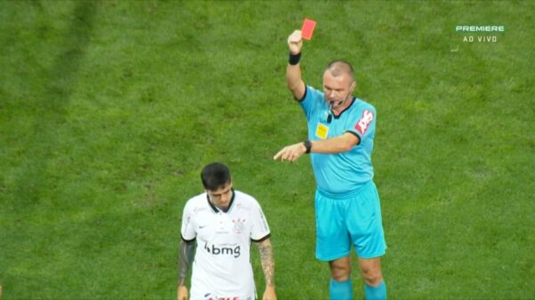 Fagner sendo expulso em Corinthians x Palmeiras