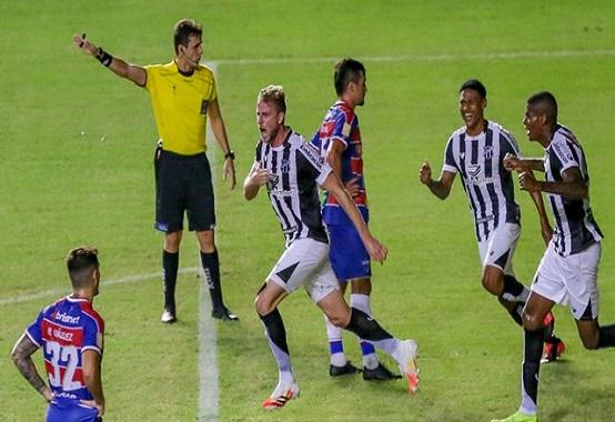 O último Clássico-Rei terminou com vitória do Ceará sobre o Fortaleza por 1 x 0, com gol do zagueiro Klaus (Foto: Felipe Santos/ Ceará SC/ cearasc.com)