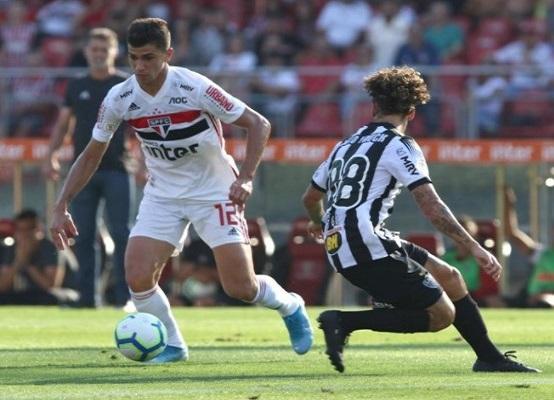 No último jogo entre os dois times, pelo Brasileirão de 2019, o São Paulo venceu o Atlético-MG por 2 x 0 (Foto: Rubens Chiri/ saopaulofc.net)
