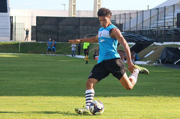 Corinthians e Palmeiras disputam contratação de lateral-esquerdo