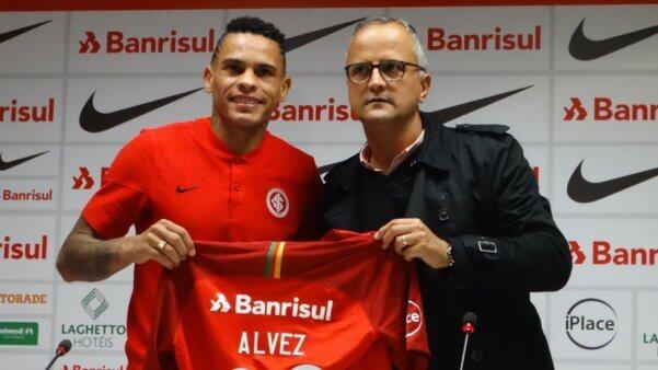 Jonatan Álvez negocia com o Fluminense