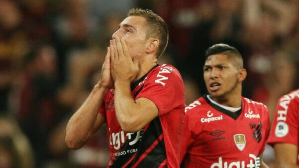 Marco Rubén em ação pelo Athletico Paranaense