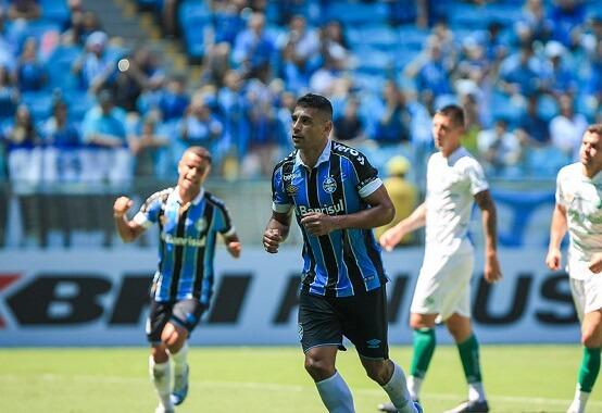 Os dois times já se enfrentaram neste ano pelo Gauchão e o Grêmio venceu por 3 x 0; Diego Souza, de pênalti, fez um dos gols da partida (Foto: Divulgação/ Flickr oficial Grêmio FBPA)