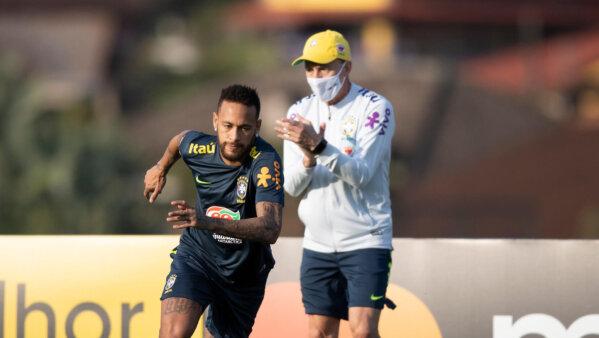 Neymar em treino da Seleção