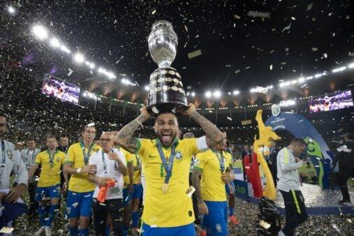 Band quer transmitir Copa América Daniel Alves.